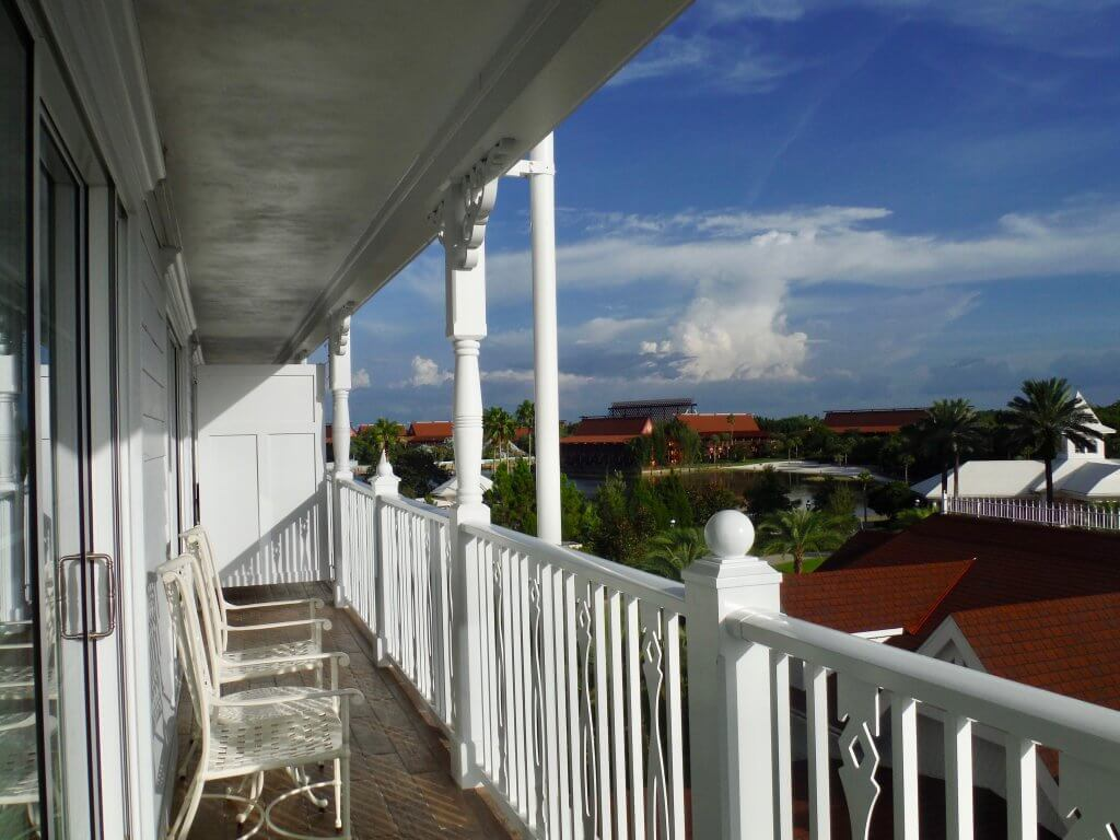 one bedroom balcony chairs