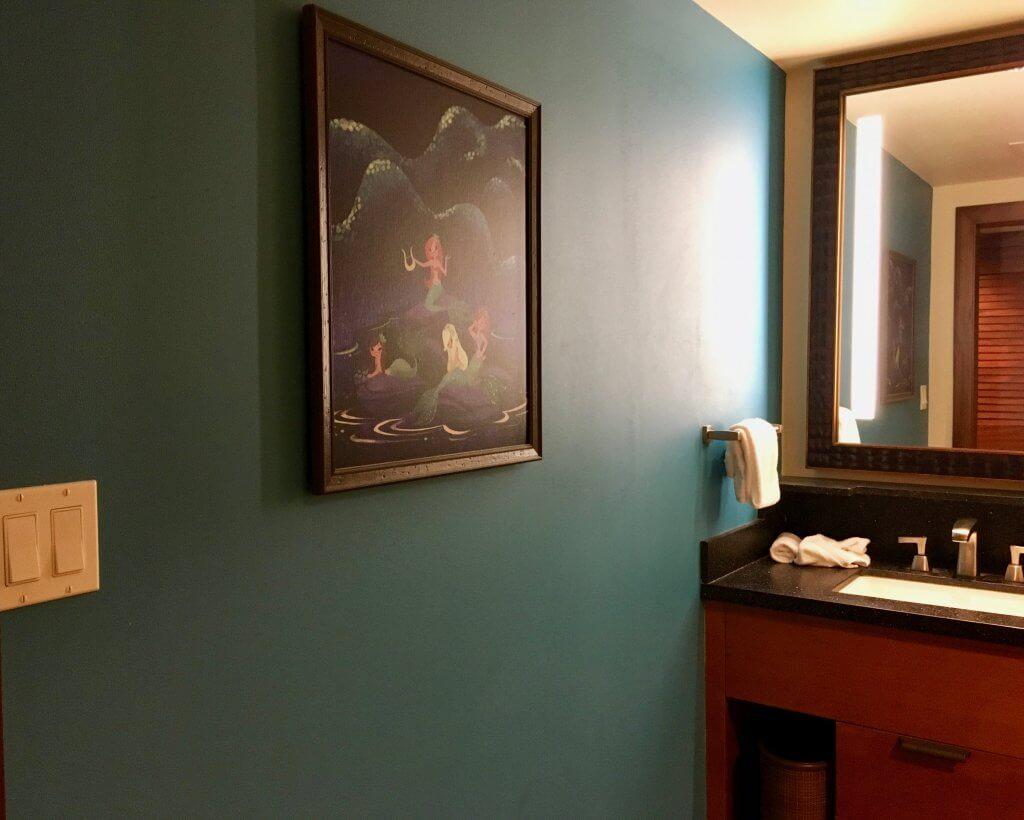 Polynesian studio bathroom colorful wall