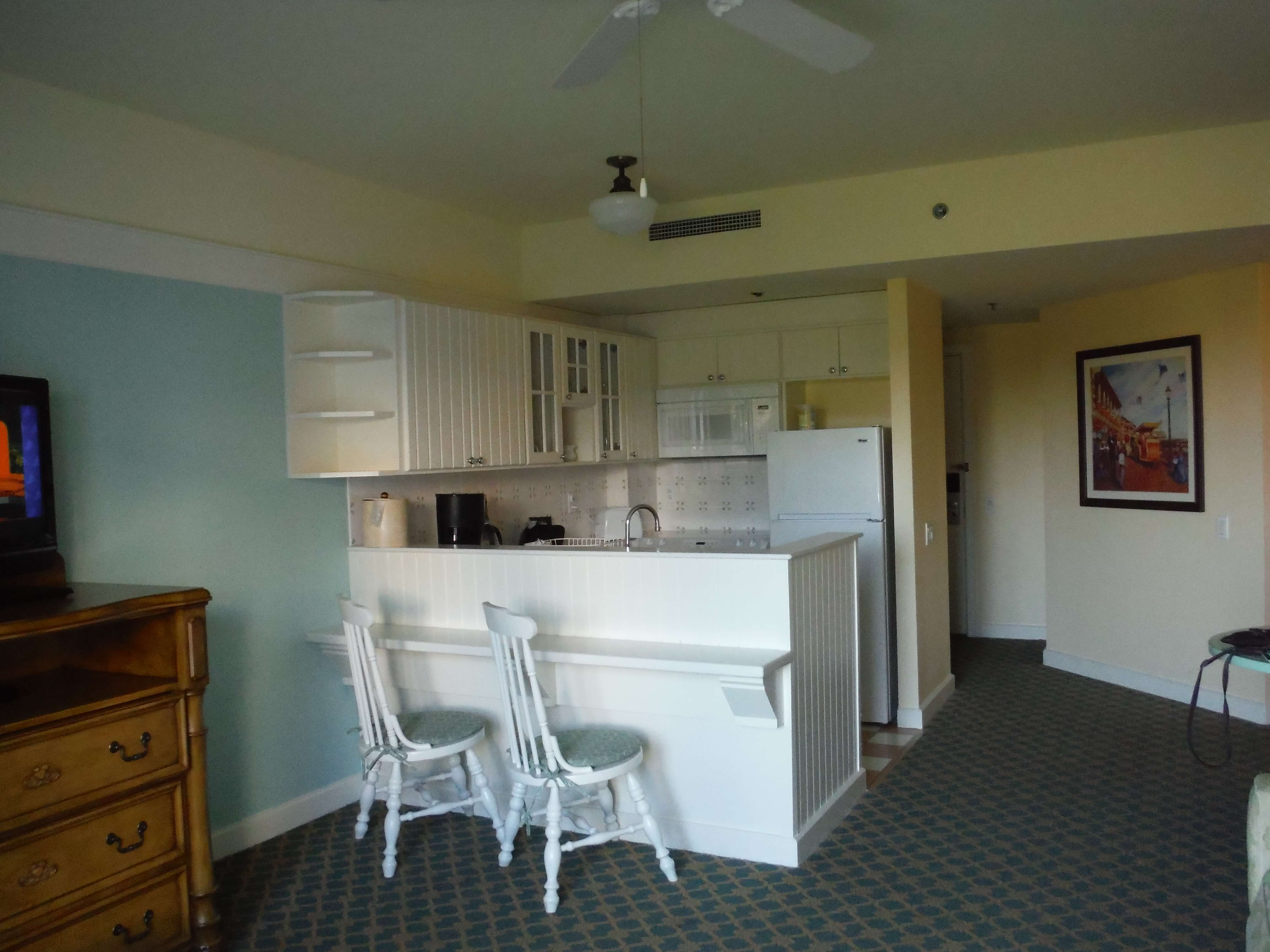 DVC BWV breakfast bar and chairs