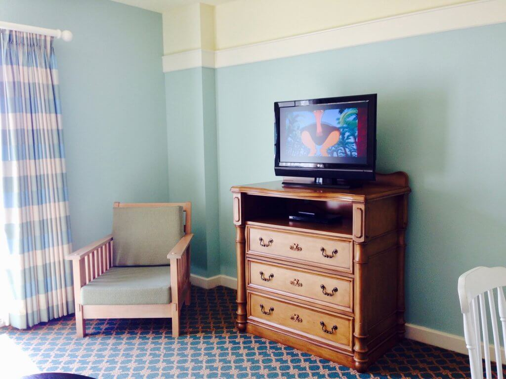 dvc bwv living area tv and chair